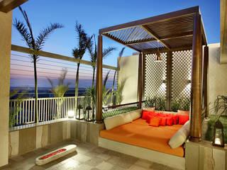 Nikhil patel residence Dipen Gada & Associates Moderne balkons, veranda's en terrassen