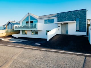 Tregoose, Polzeath The Bazeley Partnership Casas estilo moderno: ideas, arquitectura e imágenes Blanco