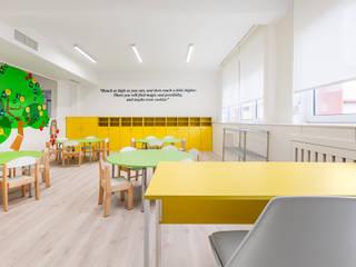 Escolas modernas por Tarimas de Autor Moderno
