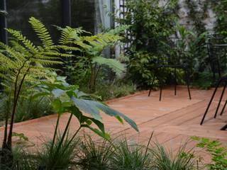 SPHÈRE: Terrasse de style  par Eymin paysagistes