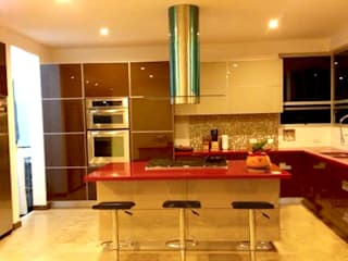 Mesón tipo isla: Cocinas de estilo moderno por AV arquitectos