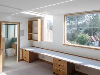Finchley loft conversion: modern Study/office by Satish Jassal Architects