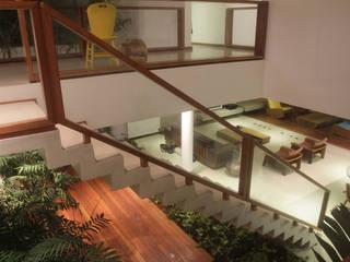 Residencia TD Corredores, halls e escadas modernos por F:POLES ARQUITETOS ASSOCIADOS Moderno