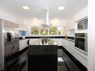 b Modern kitchen by F:POLES ARQUITETOS ASSOCIADOS Modern