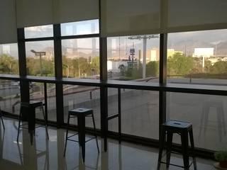 Barra de oficina: Estudios y oficinas de estilo  por Muebles Modernos para Oficina, S.A.