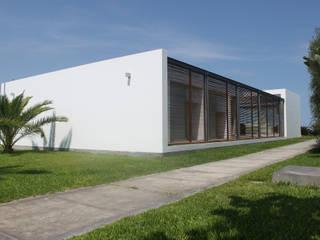 Modern Houses by NIKOLAS BRICEÑO arquitecto Modern