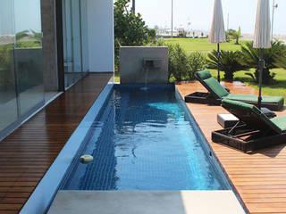 NIKOLAS BRICEÑO arquitecto 泳池