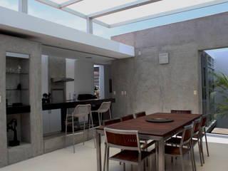 CASA BORA BORA: Comedores de estilo  por NIKOLAS BRICEÑO arquitecto