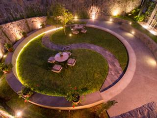 Jardines de estilo  por NIKOLAS BRICEÑO arquitecto