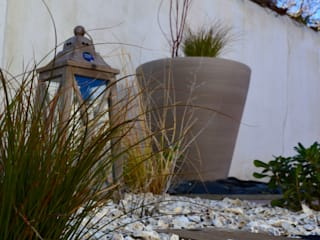 Eclectic style garden by PATXI CASTRO Eclectic