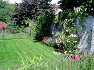 Realisations de jardins: Jardin de style  par préaux gardens création