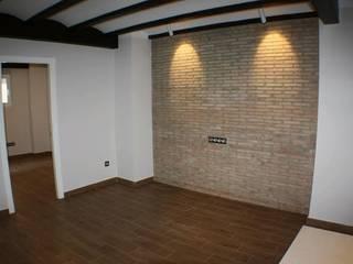 Proyecto y Construcción de vivienda nueva en Valencia Gestionarq, arquitectos en Xàtiva Salones rústicos de estilo rústico