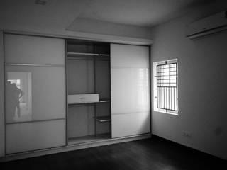 Lattice House:  Bedroom by BETWEENLINES,Modern