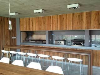Casa Jardín: Comedores de estilo moderno por Lucas Rubio Arquitecto