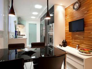 Kitchen by Deborah Basso Arquitetura&Interiores, Modern