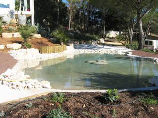 Réalisation d'un bassin maçonné.:  de style  par jardin service