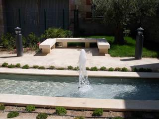 Bassins et fontaines Jardin moderne par Vert-parc Moderne