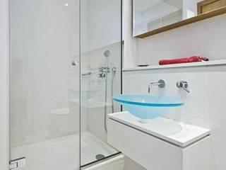 Baños de estilo  por Construcciones Gomo S.A.S
