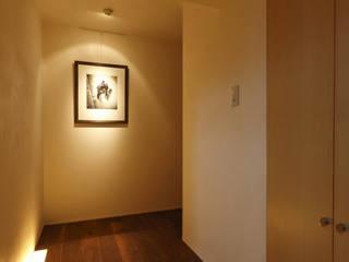 アーキシップス京都 Hành lang, sảnh & cầu thang phong cách hiện đại Than củi Wood effect