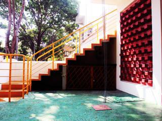 Navgati:  Terrace by BETWEENLINES,Rustic