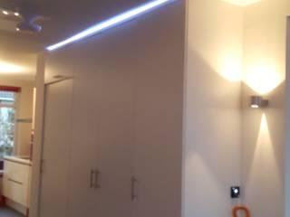 appartement Interieurarchitect Selma van der Velden-Artun Moderne gangen, hallen & trappenhuizen