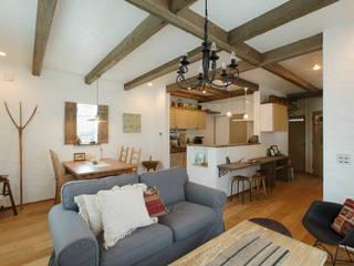 「シンプル・かわいい・おしゃれ」手の届くアンティークな暮らし ラスティックデザインの リビング の アンティークな新築住宅 ラフェルム ラスティック