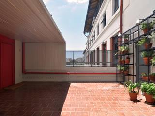 Balcones y terrazas de estilo moderno de Matealbino arquitectura Moderno