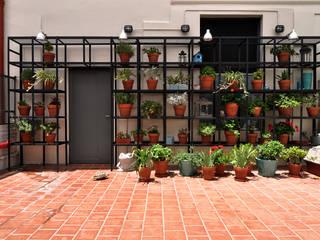 Patio Balcones y terrazas modernos: Ideas, imágenes y decoración de Matealbino arquitectura Moderno