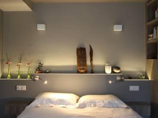 Duplex Ile Saint Louis: Chambre de style  par SA2L RENOVATIONS PRIVEES