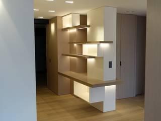 Couloir, entrée, escaliers classiques par homify Classique