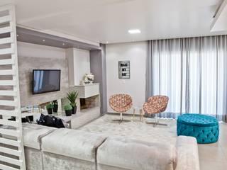 ห้องนั่งเล่น โดย Tumelero Arquitetas Associadas, โมเดิร์น