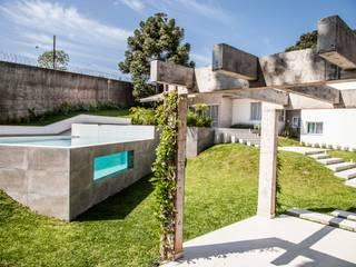 สระว่ายน้ำ โดย Tumelero Arquitetas Associadas, โมเดิร์น