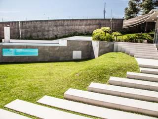 Uma Janela no Jardim - Área externa Piscinas modernas por Tumelero Arquitetas Associadas Moderno
