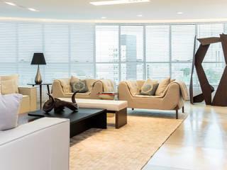 Salas / recibidores de estilo  por Renato Teles Arquitetura