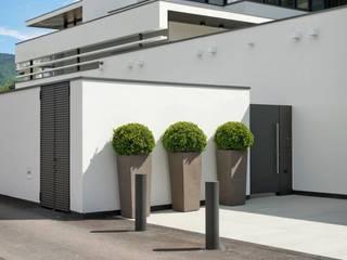 MITTE IN DEN BERGEN Moderne Häuser von Ecologic City Garden - Paul Marie Creation Modern