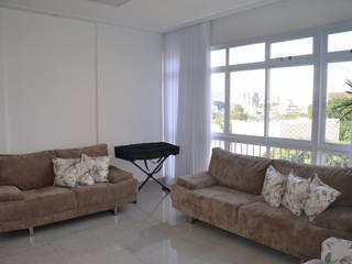 Modernizar um apartamento em prédio tombado pelo patrimônio.: Salas de estar modernas por Solange Figueiredo - ALLS Arquitetura e engenharia