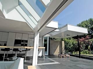 Totale verbouwing jaren '80 rijtjeswoning Moderne huizen van OX architecten Modern