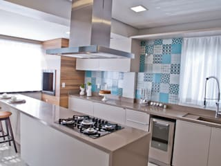 Moderna mas nem tanto Cozinhas modernas por Tumelero Arquitetas Associadas Moderno