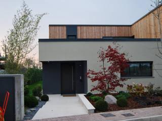 現代房屋設計點子、靈感 & 圖片 根據 Lugo - Architettura del Paesaggio e Progettazione Giardini 現代風