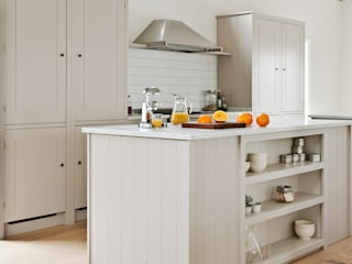 IP13 Kitchen by British Standard Klasyczna kuchnia od British Standard by Plain English Klasyczny