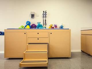 Consultorio pediatrico de Cristina Cortés Diseño y Decoración Moderno