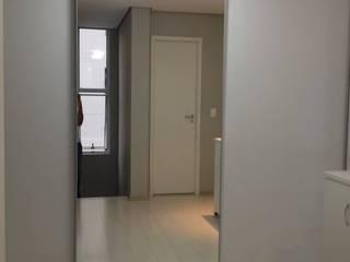 Closet - Eduardo: Closets  por Bruna Costa - Design de Interiores
