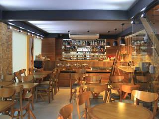 Restaurants de style  par Julia Queima Arquitetura