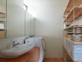 court house ミニマルスタイルの お風呂・バスルーム の 小泉設計室 ミニマル