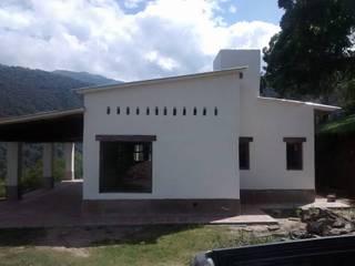 "ARQUITECTURA BIOCLIMATICA ""ECO CIMBRA"" 4: Casas de estilo rural por FERRER||AGUIRRE ARQUITECTURA+DISEÑO+MUEBLES"