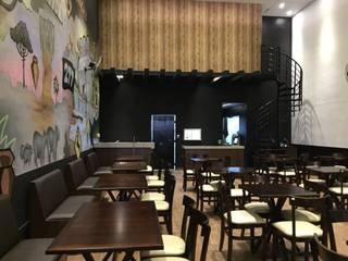 Hamburgueria 277 Bares e clubes ecléticos por Julio Nascimento - Design de Interiores Eclético