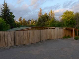 Biological Medical Center Wooden Latice: Casas de estilo moderno por PhilippeGameArquitectos