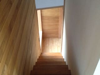 Modern corridor, hallway & stairs by PhilippeGameArquitectos Modern