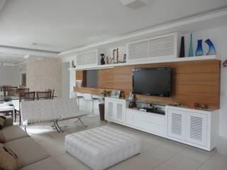 SALA EM IPANEMA: Salas de estar  por Maria Helena Torres Arquitetura e Design