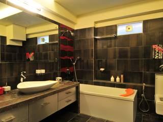 Salle de bains de style  par homify, Industriel Tuiles